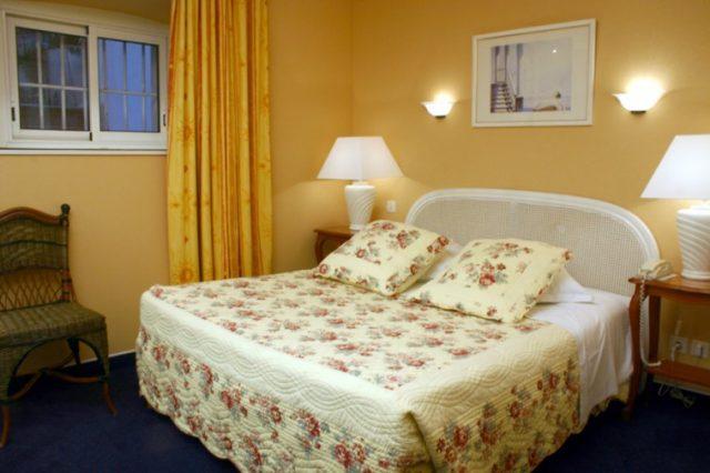 unique chambre d hote cannes. Black Bedroom Furniture Sets. Home Design Ideas
